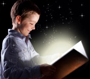 Imagen niño leyendo